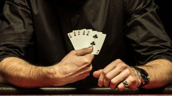 poker cartes dans main